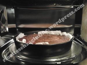 Torta rapida al cacao senza glutine cotta a microonde per la festa della mamma