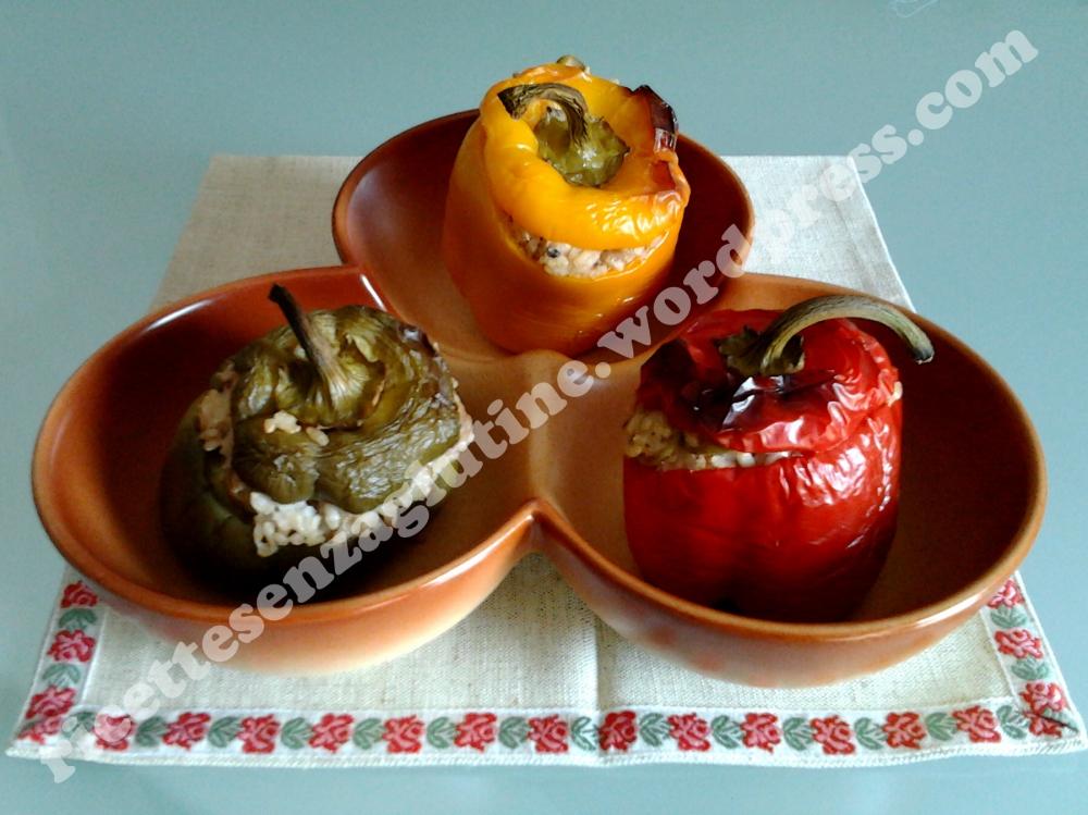 Ricetta dei peperoni ripieni al forno senza glutine con riso integrale alici olive e capperi