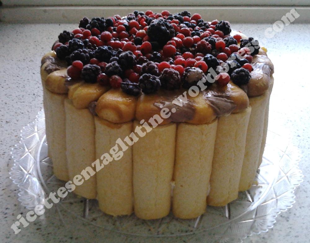 Torta charlotte ai frutti di bosco con ripieno gelato. Ricetta senza glutine
