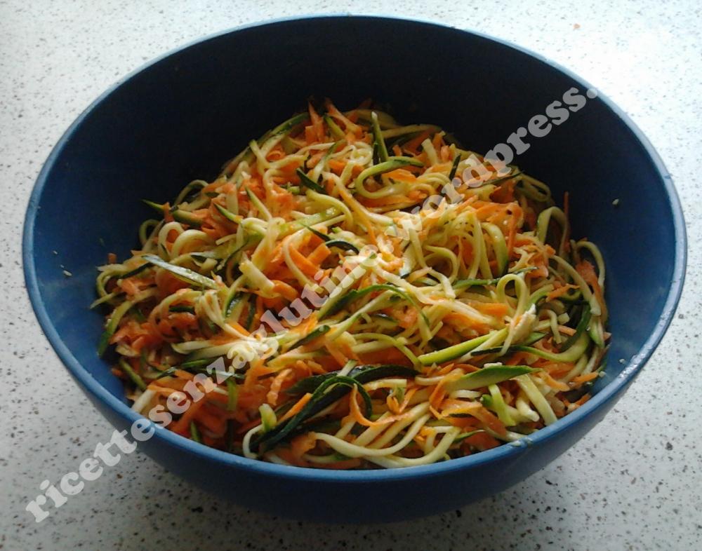 Verdure crude marinate tagliate à la julienne