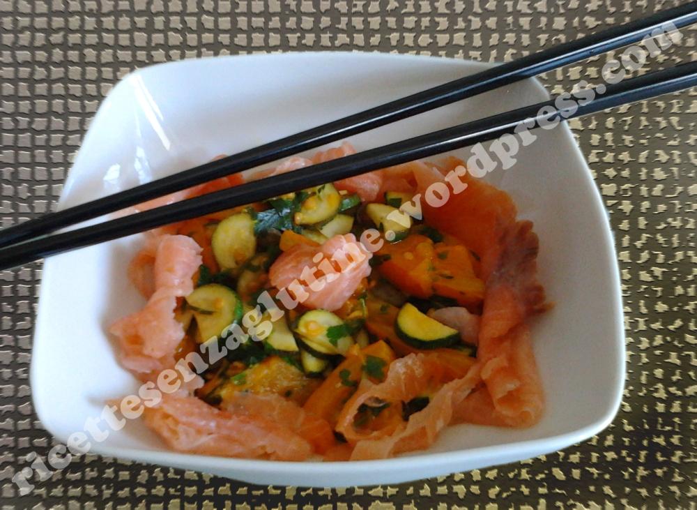 Antipasto senza glutine con salmone affumicato e verdure