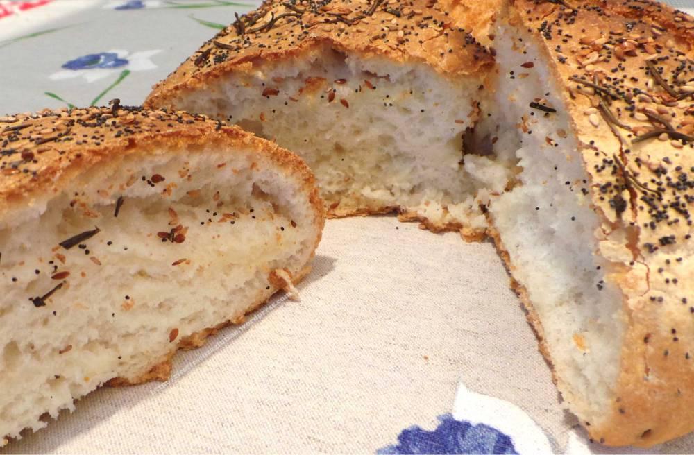 Pane senza glutine al rosmarino e semi