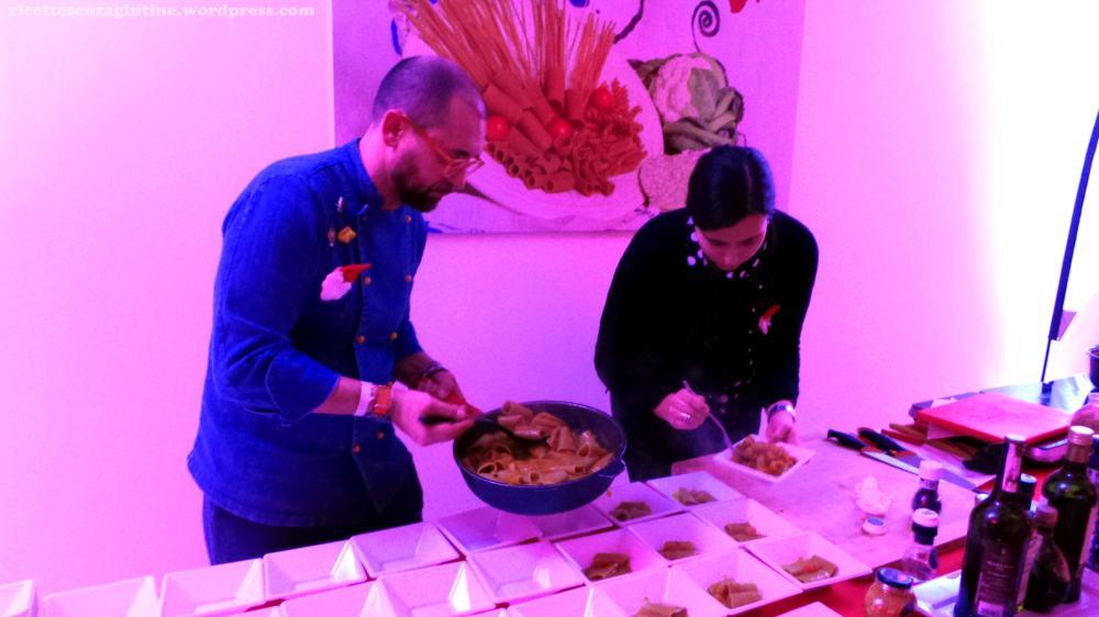 Chef Marcello Ferrarini durante lo show cooking da Lt Africa Teff